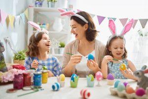 Osterbasteln mit Kindern – so steigern Sie die Vorfreude aufs Fest!