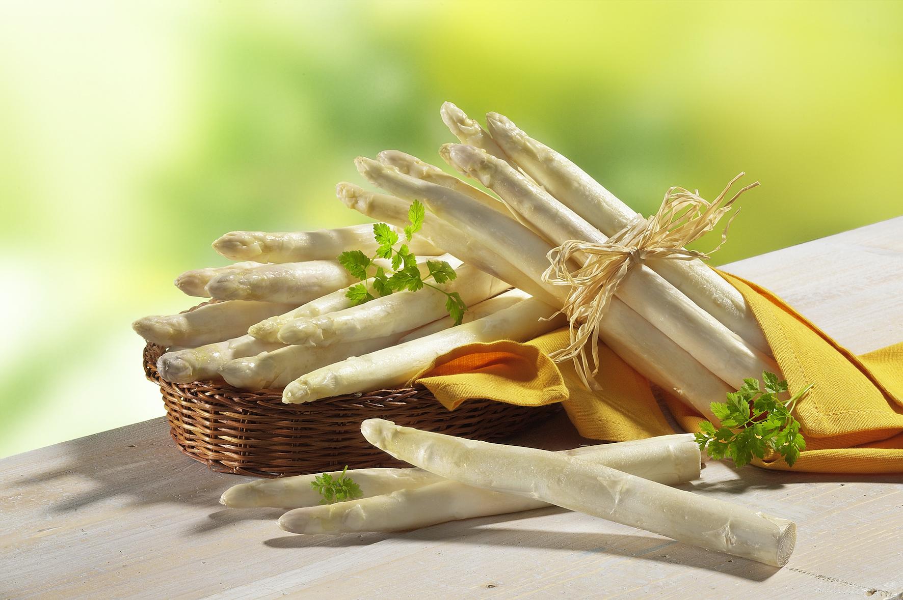 Spargel richtig zubereiten: Tipps für Kochtopf, Pfanne, Ofen und Grill