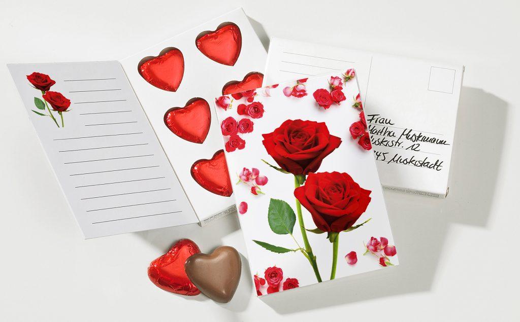 Karte zum Valentinstag mit Schokoherzen